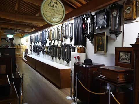 二階には時計やオルゴールのコレクションがある。元は辻さんのお父さんが作ったオルゴール博物館だそうだ。