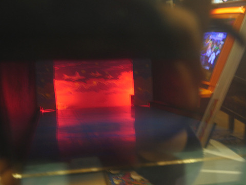 電球が順に光っていって当たると赤ランプがつく「あたった! おもしろいでしょ! すごいでしょう! これビデオじゃなくて中でリアルに船が動いてるんですよ!」辻さんの反応の方がすごい
