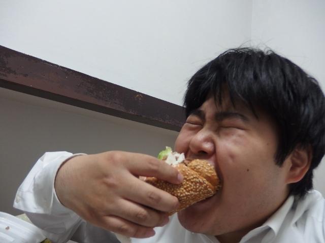 食いづらさが半端ない。アゴが外れそうになった。