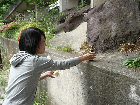 古賀さん、道に落ちてる栄養ドリンクを手にとって…