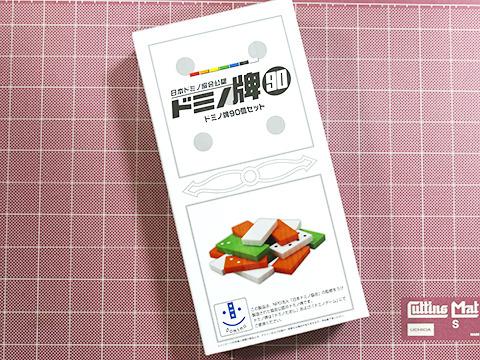 ちゃんと日本ドミノ協会公認のドミノ牌。何事もカタチからだ。