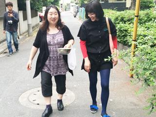 自身に満ちあふれている伊藤さん。 こうも堂々と歩くひとをわたしはほかに知らない。