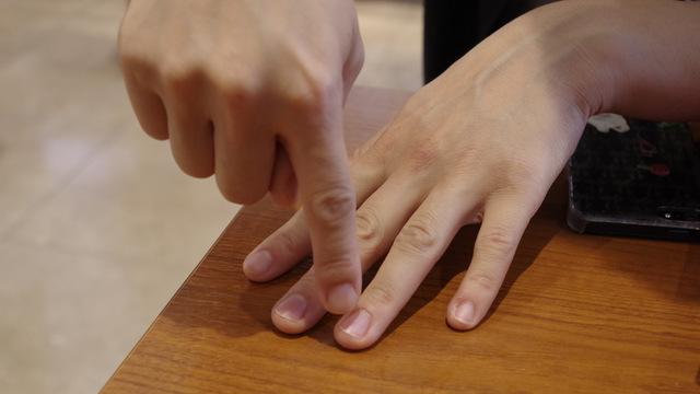 「薬指だけ違う色にするとかわいいですよ~」