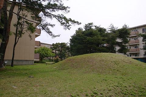 このポコンとした芝生の山がなぜか夢に出てくるんだよ。。