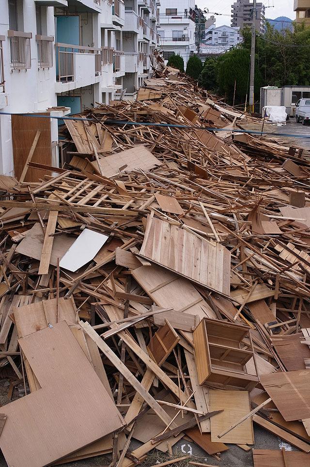 木製部分がまず外された。