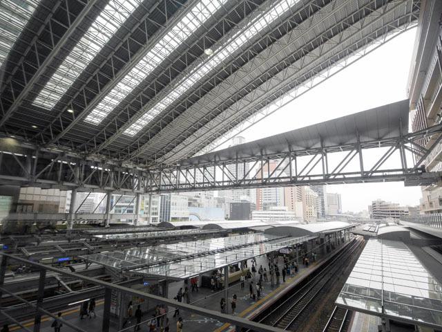 大阪駅。広すぎて、定礎がどこにあるのかなんて見当も付かない