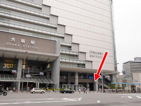 大阪駅の南東はこの辺り。ここに定礎があるのか?