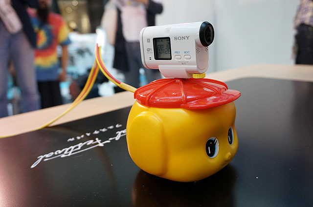 Fueki Animal B (Hage-chang) It features a package of Osaka-based company Fueki Nori Kogyo's glue. An action cam is placed on its head, able to film its fighting scenes. But the weakness is that any impact makes the camera spin.