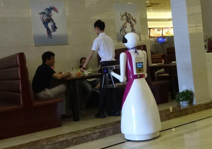 ロボットは先にいけない。インターネット用語ではこれをラストワンマイルというそうです