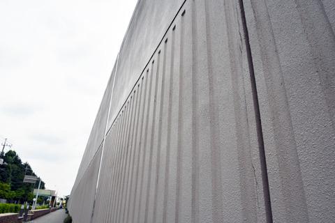 分厚い壁が隔てる日常と非日常