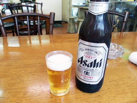 ビールはキリンとアサヒとサッポロを用意。大びん500円