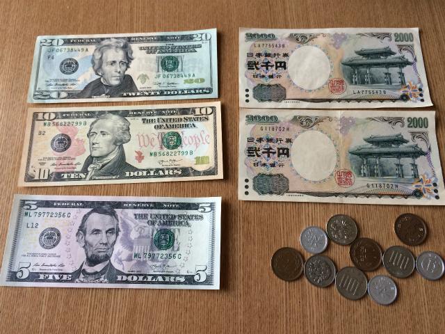 ちなみに、4千円が二千円札2枚になっているのは、ぼくが個人的に「二千円札を積極的に使う」という活動を勝手に行っているためで、他意はない