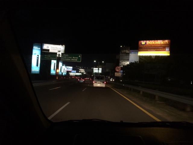 空港近くの高速道路ってこんな感じだよなー