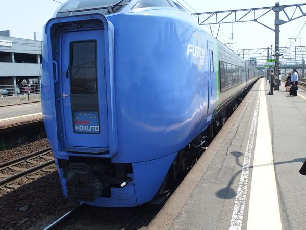 五稜郭駅からは電車です。色んな乗り物乗りまくり。