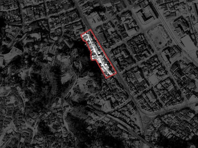 三笠ビルになる前、1956年の様子。広い道路の脇に平行して伸びる細い道の両脇に並ぶ商店街だった(国土地理院「地図・空中写真閲覧サービス」より・コース番号M324写真番号・344/撮影年月日・1956/03/10(昭31)をトリミング、加筆)