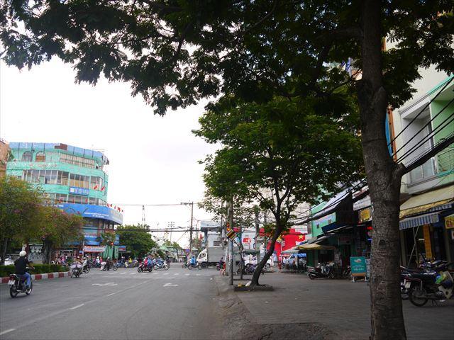ベトナムの巨大すぎる給水塔をご覧あれ。