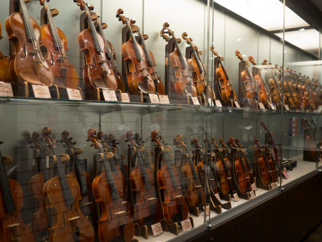 バイオリン。なめたら甘そうだな、と思った。