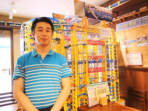 店長の岡田さん。当然のようにバリバリのプラレールマニア。