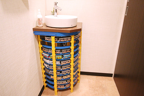 ちなみにトイレの手洗いもプラレールだった。