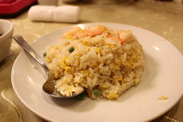 大きなエビがうれしい蝦仁炒飯(エビチャーハン、800円)と