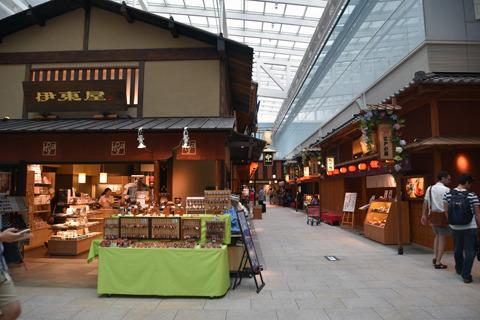 国際線だけに、ニッポンへようこそ的な店が多い