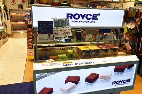 1階出発カウンターの奥にある売店で買えるロイズ(北海道)のチョコ