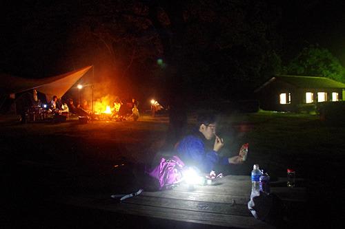 LEDのライトしかないことに対して、「剣豪が剣を持たなくなるように、キャンプで火を焚かない我々こそがプロなのだ」と言い出す始末。伊藤さんってこんな人だったのか。