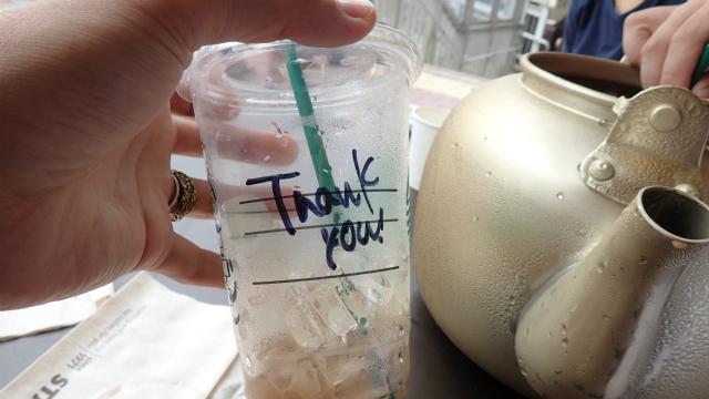 カップにメッセージを書いてくれるスタバには優しさにあふれている。