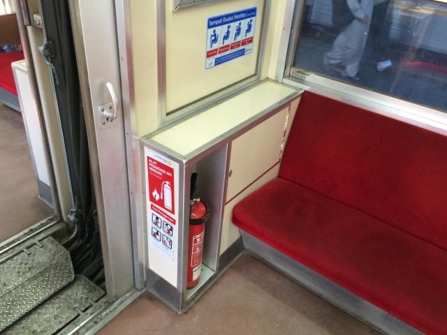 消火器のあるこの位置の席、いいんですよね。