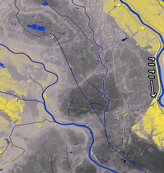 矢印のところに外郭放水路の施設がある。地形図で見ると周辺の微地形にかつて川がのたくった跡がレントゲン写真のように残っている。(国土地理院「基盤地図情報数値標高モデル」5mメッシュをSimpleDEMViewerで表示したものをキャプチャ・加筆加工)