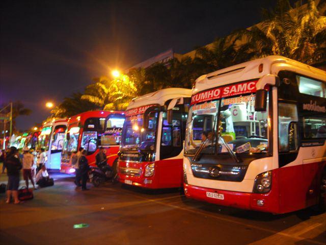 乗り込むバスはKUMHO、珍しい外資系(韓国)運行会社。