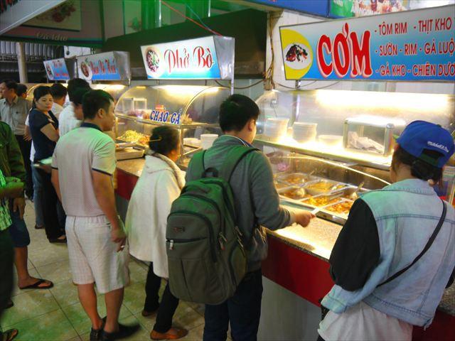 ベトナム人が12時すぎるまで夕食を取らないって珍しい。