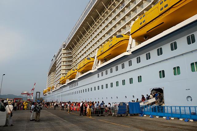 船を見るその前にこの乗客を見に行ってきた