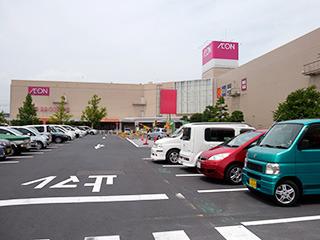 店内の様子も外も変わらないなー、と写してたのは観光バスが来ない方の駐車場だった……
