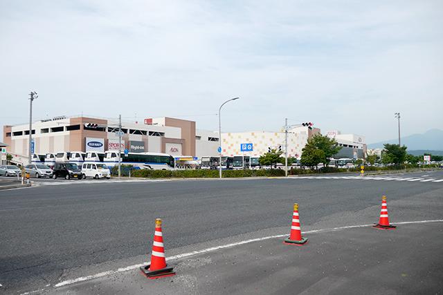 停車場所が4か所ぐらいに分けられ、出入り時間もバスごとにずらされてたので、それほど押し寄せた感はなかった
