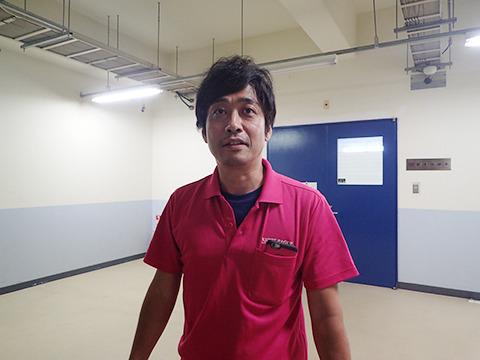 ナイトペイジャーの横田さん。ピンクポロシャツのナイスガイだ。