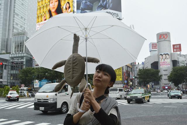おし、ここらで傘の骨でもくわえてみようか。