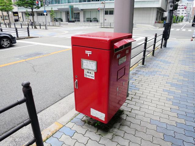 第一ポスト。いやまあ、ただの郵便ポストだけれど