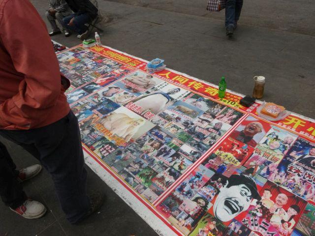 びっくり人間ニュースや面白おかしいニュースから四川大地震までニュース画像を詰め込んだCDが売られていた。
