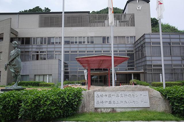 高島行政センター。赤い色が若干褪せたかな。。