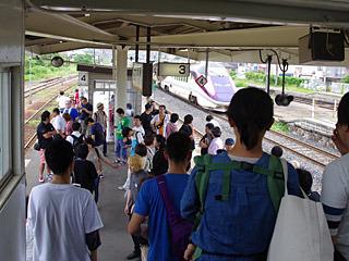 新幹線が止まる駅であり、フラワー長井線の始発駅である赤湯駅が集合場所。一応東京駅から電車一本で来られる場所ではある。