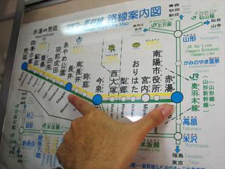 赤湯駅から長井駅へと移動する約30分の間で試合は行われる。