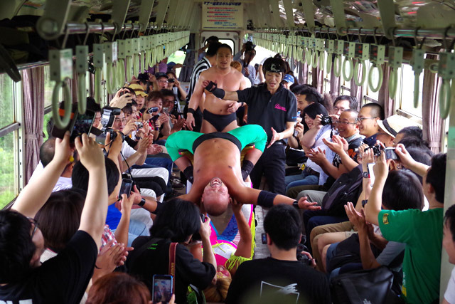 列車内でロメロ・スペシャルが見られるとは思わなかった!