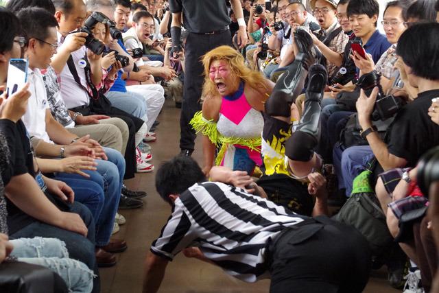 """最後は井上選手とフジタ""""Jr""""ハヤト選手という、普通なら絶対あり得ない対戦に!"""