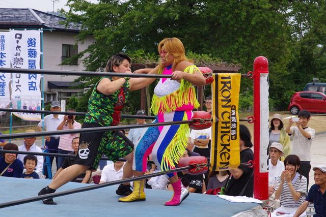 そして山形県南陽市出身の井上京子選手と若手の田中盟子選手によるシングルマッチ。