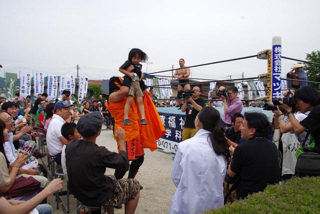 メインはザ・グレート・サスケ選手&高木三四郎選手組対気仙沼二郎選手&のはしたろう選手組というプレミアムな試合。