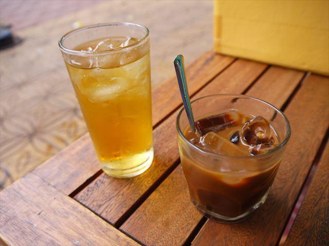 カフェでコーヒーをちびりちびりと飲みながら過ごす。