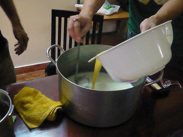 クリーム色の液体をドロー!