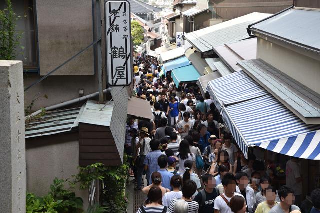 物見遊山客でごった返す参道を抜け、急ぎ江島神社へ
