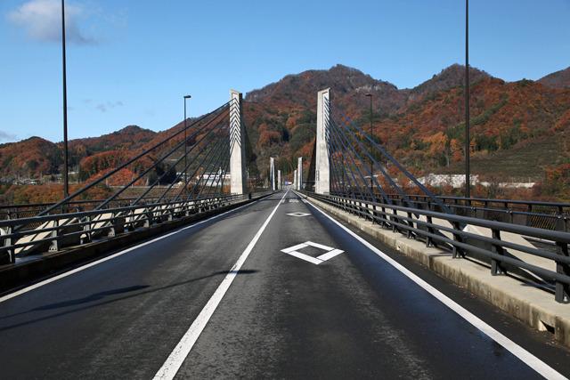 建設中の仮称は「湖面二号橋」、正式名称は「不動大橋」